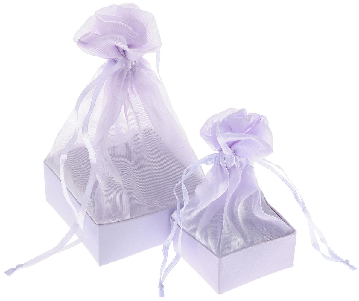 Коробочка для подарка Piovaccari Тиффани, цвет: сиреневый, 2 шт1898P 44Набор Piovaccari Тиффани состоит из двух подарочных коробок разного размера. Коробки выполнены в виде мешочков, которые затягиваются и завязываются лентой. Основание коробок изготовлено из твердого картона и обтянуто органзой. Набор Piovaccari Тиффани станет одним из самых оригинальных вариантов упаковки для подарка. Яркий дизайн будет долго напоминать владельцу о трогательных моментах получения подарка. Размер большой коробки: 7,5 х 7,5 х 16 см. Размер малой коробки: 5 х 5 х 11 см.