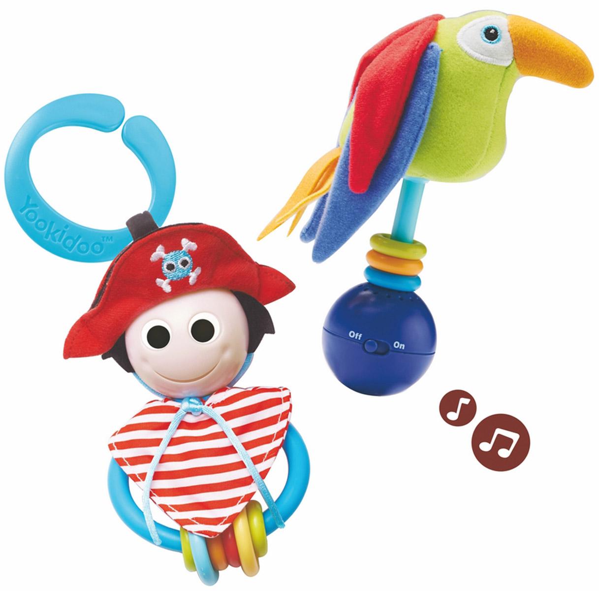 Yookidoo Игровой набор Веселый пират40118Игровой набор Веселый пират, непременно, привлечет внимание вашего ребенка. Набор включает пирата, выполненного в виде погремушки с веселым личиком и шестью разноцветными колечками, и его музыкального друга попугая с шуршащими крыльями и тремя колечками. Попугай издает веселый свист, а при встряхивании или ударе его о поверхность, раздается приятная музыка. Также в набор входит пластиковое колечко, с помощью которого игрушки можно повесить над кроваткой или коляской. Набор способствует развитию звукового и слухового восприятия и мелкой моторики рук. Малыш с удовольствием будет играть в этот веселый набор! Характеристики: Материал: пластик, текстиль. Высота попугая: 12,5 см. Размер ковбоя: 8 см x 12,5 см x 5 см. Рекомендуемый возраст: от 0 месяцев. Размер упаковки: 19,5 см x 21 см x 8 см. Необходимо докупить 3 батареи мощностью 1,5V типа LR44 (не входят в комплект).