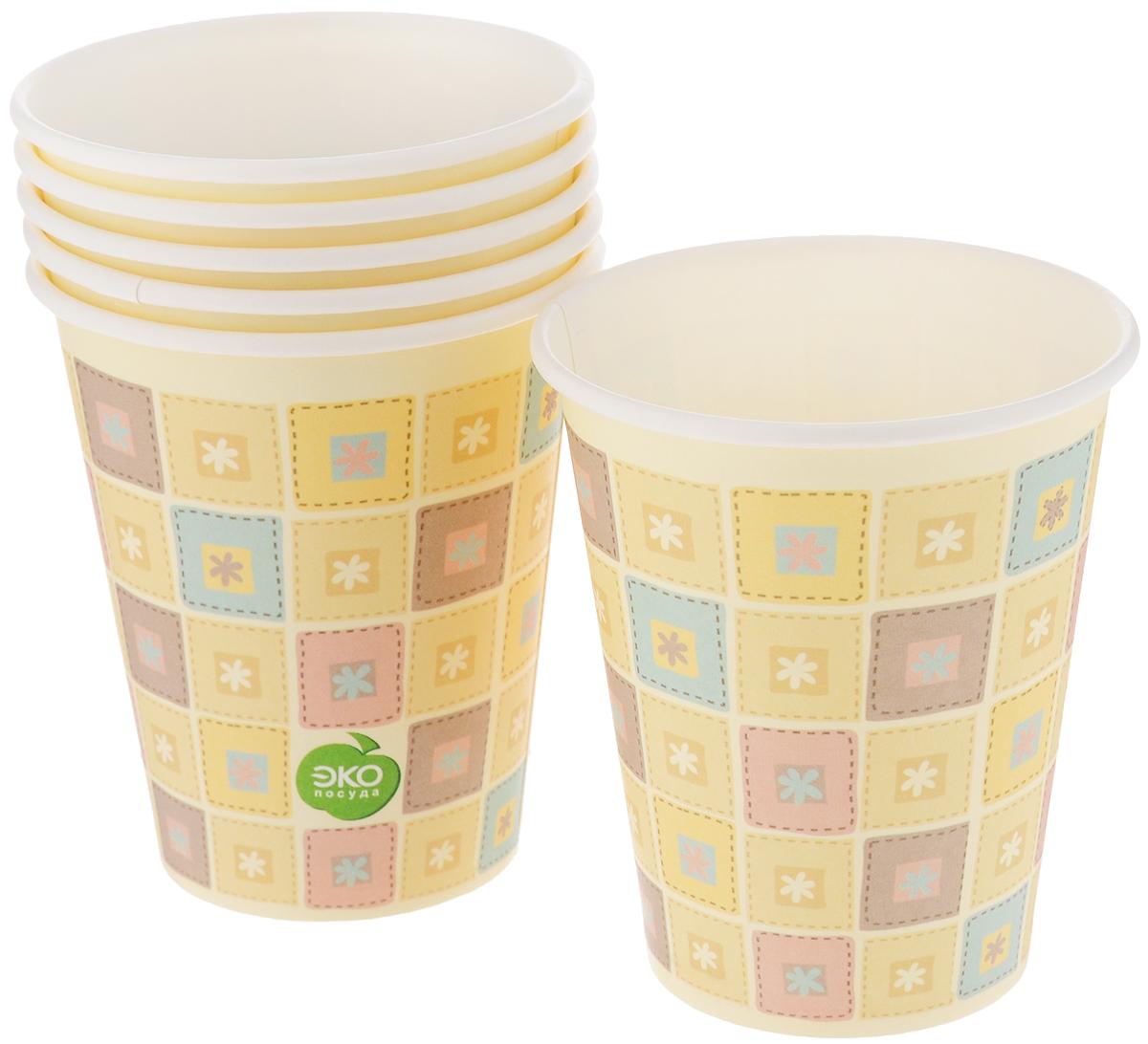 Набор бумажных стаканов Paterra Нарядные, 330 мл, 6 шт401-469Набор Paterra Нарядные состоит из 6 стаканов, предназначенных для одноразового использования. Изделия украшены узором. Такие стаканы подойдут как для холодных, так и для горячих напитков. Имеют водоотталкивающие свойства. Одноразовые стаканы будут незаменимы при поездках на природу, пикниках и других мероприятиях. Они легкие и не займут много места, а самое главное - после использования их не надо мыть. Диаметр стакана: 8 см. Высота стакана: 9,5 см.