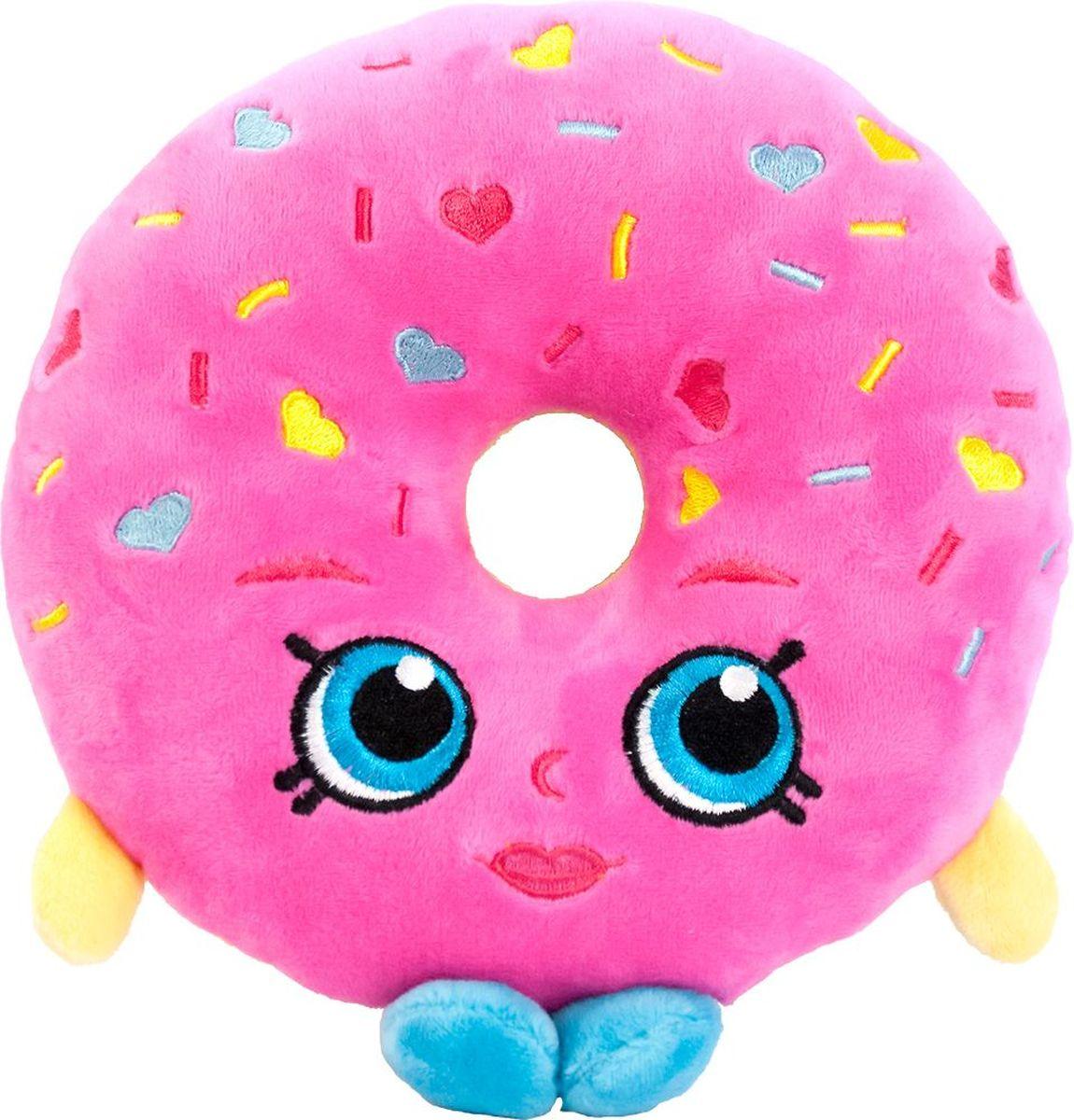 Shopkins Мягкая игрушка Пончик Делиш31632Пончик Делиш желает подружиться с вашей маленькой хозяюшкой, чтобы вместе весело играть, развивая у крохи воображение, речь, тактильное восприятие и многое другое. Компактная игрушка в виде героини мультфильма Шопкинс легко помещается в сумочку или рюкзачок, поэтому ее удобно брать с собой в гости или в садик. Соберите всю коллекцию плюшевых игрушек Шопкинс, чтобы детские игры стали увлекательнее и разнообразнее! Мягкая игрушка Пончик Делиш ТМ Шопкинс высотой 20 см выполнена из нежного, приятного на ощупь плюша, плотно набита и декорирована высококачественной вышивкой. Товар сертифицирован. Упаковка - пакет.