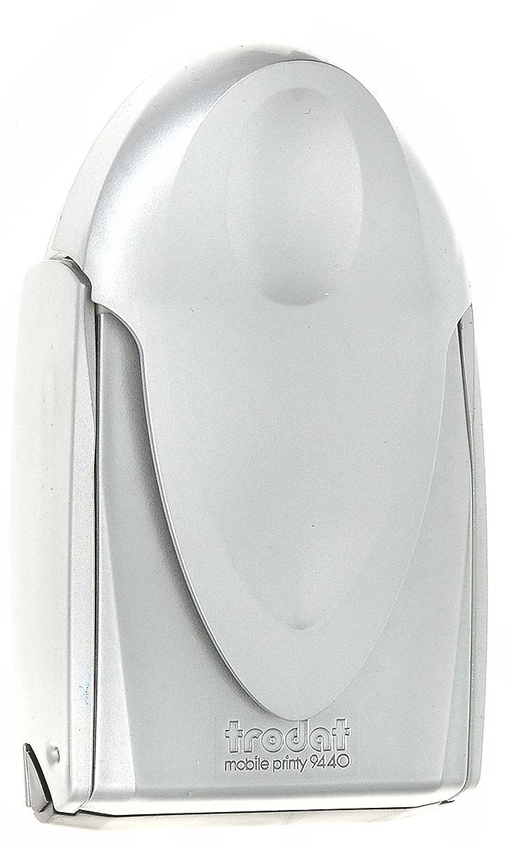Trodat Карманная оснастка для круглой печати и штампа Mobile Printy 40 мм цвет серый9440_серыйКарманная оснастка Trodat Mobile Printy со своеобразным управлением одной рукой - это самая простая, устойчивая и чистая карманная остнастка из когда-либо существовавших. Ее современный дизайн подчеркивает инновационную функциональность и делает практичным и привлекательным аксессуаром в дороге. Интеллектуальная технология позволяет выполнять операции открытия, проставления оттиска и закрытия одной рукой. Уникальная форма пирамиды с устойчивой опорой в 5 точках обеспечивает оптимальное распределение давления по всей текстовой пластине и гарантирует ровные и четкие оттиски. Расположенная внутри подушечка исключает контакт пальцев с краской, обеспечивая их чистоту. Сменная синяя подушка арт. 6/9440. Размер 40 мм х 40 мм.