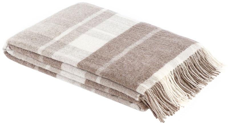 Плед Amati, 170 х 200 см 1-002-170_051-002-170_05Мягкий плед Amati, выполненный из сверхтонкой мериносовой овечьей шерсти, изготовлен без крашения. Он, несомненно, добавит комнате уюта и согреет в прохладные дни. От природы выразительный цвет используемого сырья помог создать эстетичный плед натуральной расцветки. Удобный размер этого качественного пледа позволит использовать его и как одеяло, и как покрывало для кресла или софы. Такое теплое украшение может стать отличным подарком друзьям и близким! Под шерстяным пледом вам никогда не станет жарко или холодно, он помогает поддерживать постоянную температуру тела. Шерсть обладает прекрасной воздухопроницаемостью, она поглощает и нейтрализует вредные вещества и славится своими целебными свойствами. Плед из шерсти станет лучшим лекарством для людей, страдающих ревматизмом, радикулитом, головными и мышечными болями, сердечно-сосудистыми заболеваниями и нарушениями кровообращения. Шерсть не электризуется. Она прочна, износостойка, долговечна. Наконец, шерсть просто...