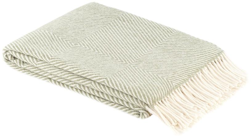 Плед Руно Bergamo, цвет: мятный, 140 см х 200 см. 1-711-140_051-711-140_05Теплый и уютный плед с кисточками Руно Bergamo выполнен из натуральной овечьей шерсти с добавлением искусственного волокна и оформлен принтом в полоску. Плед изготовлен с молезащитной обработкой. Под шерстяным пледом вам никогда не станет жарко или холодно, он помогает поддерживать постоянную температуру тела. Шерсть обладает прекрасной воздухопроницаемостью, она поглощает и нейтрализует вредные вещества и славится своими целебными свойствами. Плед из шерсти станет лучшим лекарством для людей, страдающих ревматизмом, радикулитом, головными и мышечными болями, сердечно-сосудистыми заболеваниями и нарушениями кровообращения. Шерсть не электризуется. Она прочна, износостойка, долговечна. Наконец, шерсть просто приятна на ощупь, ее мягкость и фактура вызывают потрясающие тактильные ощущения! Такой плед идеально подойдет для дачного отдыха: он очень пригодится, как только захочется укутаться, дыша вечерним воздухом, выручит, если приехали гости,...