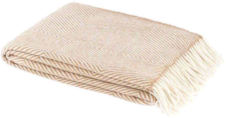 Плед Руно Bergamo, цвет: бежевый, 140 х 200 см 1-711-140_011-711-140_01Теплый и уютный плед с кисточками Руно Bergamo выполнен из натуральной овечьей шерсти и оформлен принтом в полоску. Плед изготовлен с молезащитной обработкой. Под шерстяным пледом вам никогда не станет жарко или холодно, он помогает поддерживать постоянную температуру тела. Шерсть обладает прекрасной воздухопроницаемостью, она поглощает и нейтрализует вредные вещества и славится своими целебными свойствами. Плед из шерсти станет лучшим лекарством для людей, страдающих ревматизмом, радикулитом, головными и мышечными болями, сердечно-сосудистыми заболеваниями и нарушениями кровообращения. Шерсть не электризуется. Она прочна, износостойка, долговечна. Наконец, шерсть просто приятна на ощупь, ее мягкость и фактура вызывают потрясающие тактильные ощущения! Такой плед идеально подойдет для дачного отдыха: он очень пригодится, как только захочется укутаться, дыша вечерним воздухом, выручит, если приехали гости, и всегда под рукой, когда придет в...