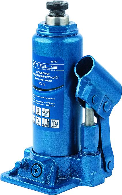 Домкрат гидравлический бутылочный Stels, 4 т, высота подъема 194–372 мм51102Гидравлический домкрат STELS с клапаном безопасности предназначен для подъема груза массой до 4 тонн. Домкрат является незаменимым инструментом в автосервисе, часто используется при проведении ремонтно-строительных работ. Минимальная высота подхвата домкрата STELS составляет 19,4 см. Максимальная высота, на которую домкрат может поднять груз, составляет 37,2 см. Этой высоты достаточно для установки жесткой опоры под поднятый груз и проведения ремонтных работ. Клапан безопасности предотвращает подъем груза, масса которого превышает массу заявленную производителем. Также домкрат оснащен магнитным собирателем, исключающим наличие стружки в масле цилиндра, что значительно сокращает риск поломки домкрата. ВНИМАНИЕ! Домкрат не предназначен для длительного поддерживания груза на весу либо для его перемещения. Перед подъемом убедитесь, что груз распределен равномерно по центру опорной поверхности домкрата. Масса поднимаемого груза не должна превышать массу, указанную производителем. Домкрат...