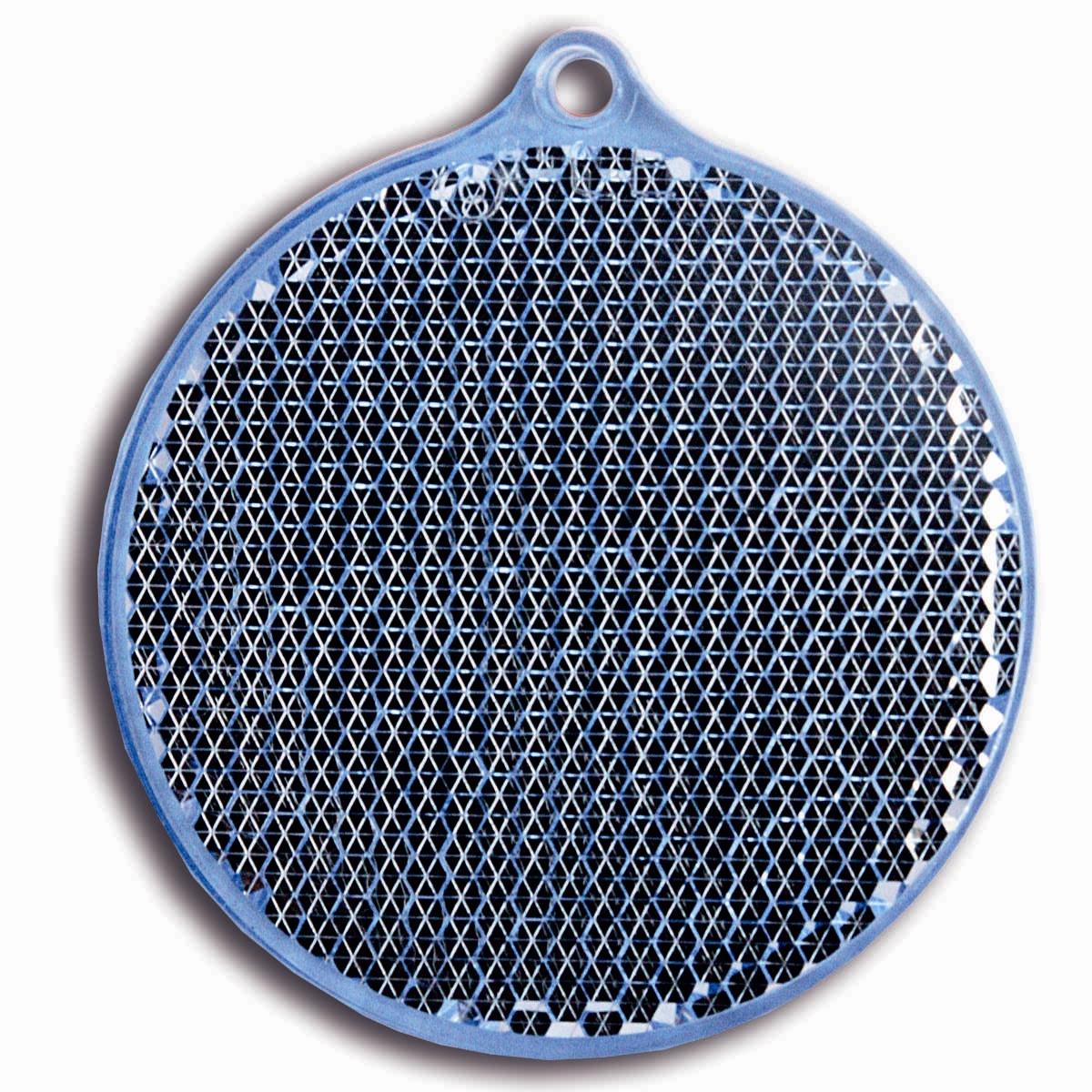 Световозвращатель пешеходный Coreflect Круг, цвет: синий118692Пешеходный светоотражатель — это серьезное средство безопасности на дороге. Использование светоотражателей позволяет в десятки раз сократить количество ДТП с участием пешеходов в темное время суток. Светоотражатель крепится на одежду и обладает способностью к направленному отражению светового потока. Благодаря такому отражению, водитель может вовремя заметить пешехода в темноте, даже если он стоит или двигается по обочине. А значит, он успеет среагировать и избежит возможного столкновения.
