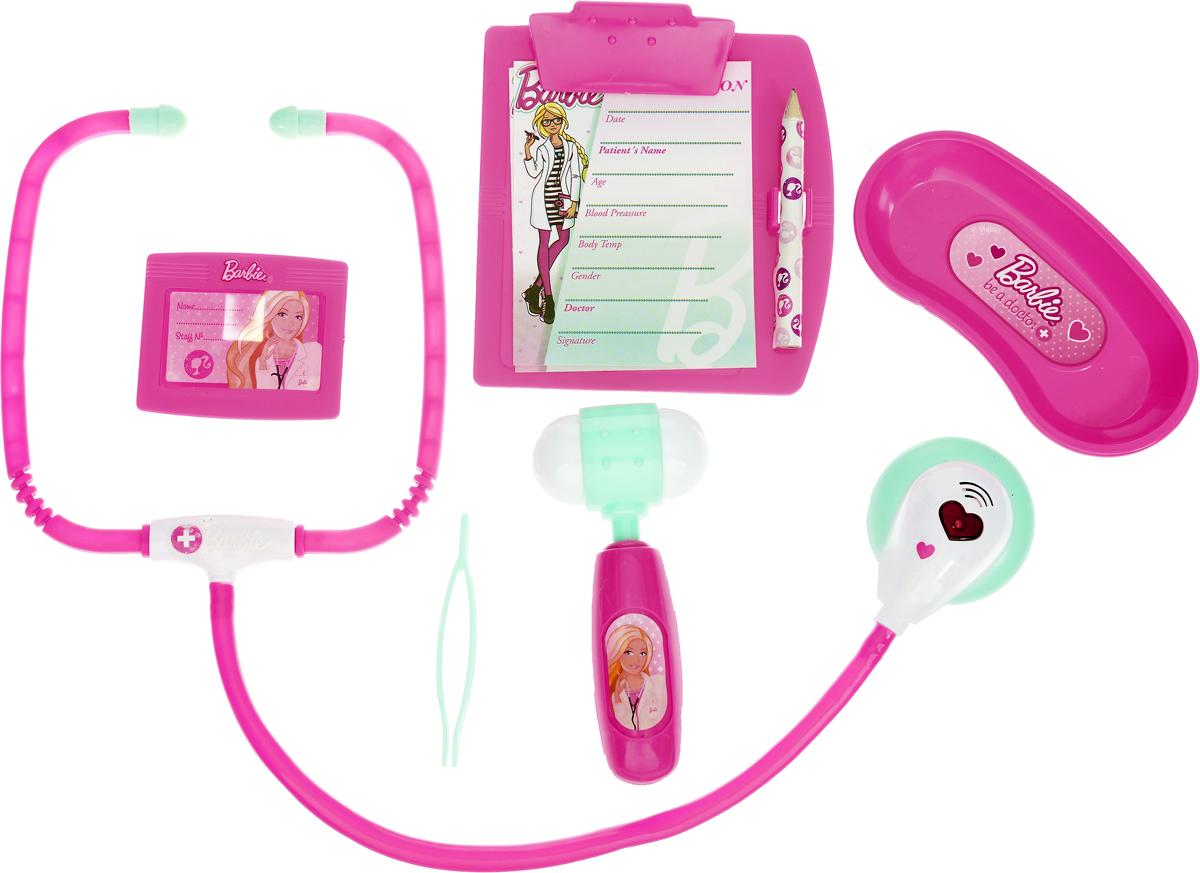 Corpa Игровой набор Юный доктор Barbie 6 предметов D123D123Игровой набор Corpa Юный доктор Barbie - это замечательный подарок для вашей девочки, которая сможет почувствовать себя настоящим врачом. В набор входит: стетоскоп - инструмент, с помощью которого можно послушать ритм сердца и дыхания,молоточек, лоток для разных мелочей, планшет для записей с карандашом, пинцет и бейдж - совсем как у настоящего врача. С таким набором ваша малышка сможет примерить на себя сложнейшую, но очень интересную профессию доктора и даже стать настоящим специалистом в области здравоохранения, оказывая медицинскую помощь любимым игрушкам. Все инструменты исключительно безопасны, выполнены из прочных материалов и оснащены звуковыми и световыми эффектами. Для работы стетоскопа необходимы 2 батарейки типа AG13 (входят в комплект).