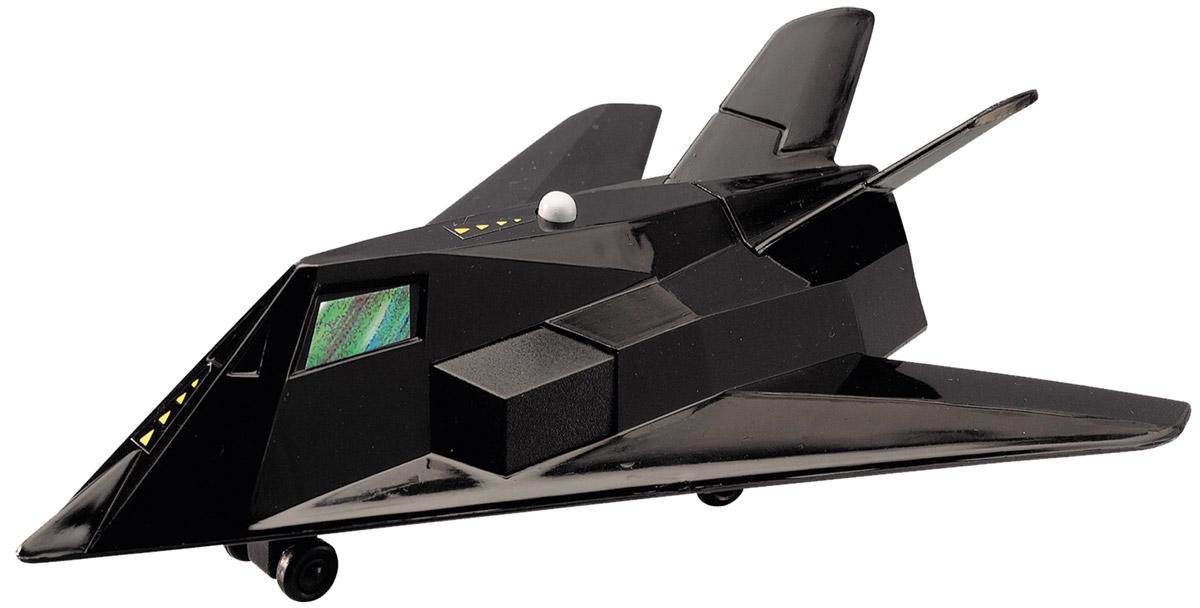 Dickie Toys Истребитель Air Machine3342007_черныйИстребитель Air Machine бренда Dickie Toys - настоящая находка для любителей игр с боевой техникой. Мальчики всегда обожали играть в военную артиллерию, используя в игре всевозможные лодки, вертолеты и автомобили. Игрушка оснащена звуковыми эффектами, имитирующими полет настоящего истребителя. Качество исполнения игрушки позволит прослужить ей достаточно долго. Порадуйте своего ребенка таким замечательным подарком. Рекомендуется докупить 2 батарейки типа LR41 (товар комплектуется демонстрационными).