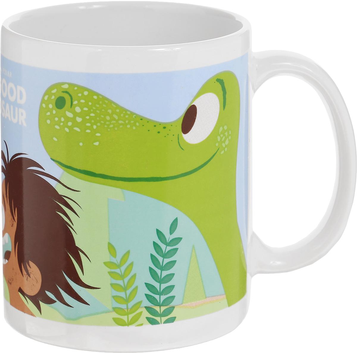 Stor Кружка детская Хороший динозавр 325 мл82005Детская кружка Stor Хороший динозавр с любимыми героями известного мультика станет отличным подарком для вашего ребенка. Она выполнена из керамики и оформлена красочным изображением. Кружка дополнена удобной ручкой. Такой подарок станет не только приятным, но и практичным сувениром: кружка будет незаменимым атрибутом чаепития, а ее оригинальное оформление добавит ярких эмоций и хорошего настроения. Можно использовать в СВЧ-печи. Можно мыть в посудомоечной машине.