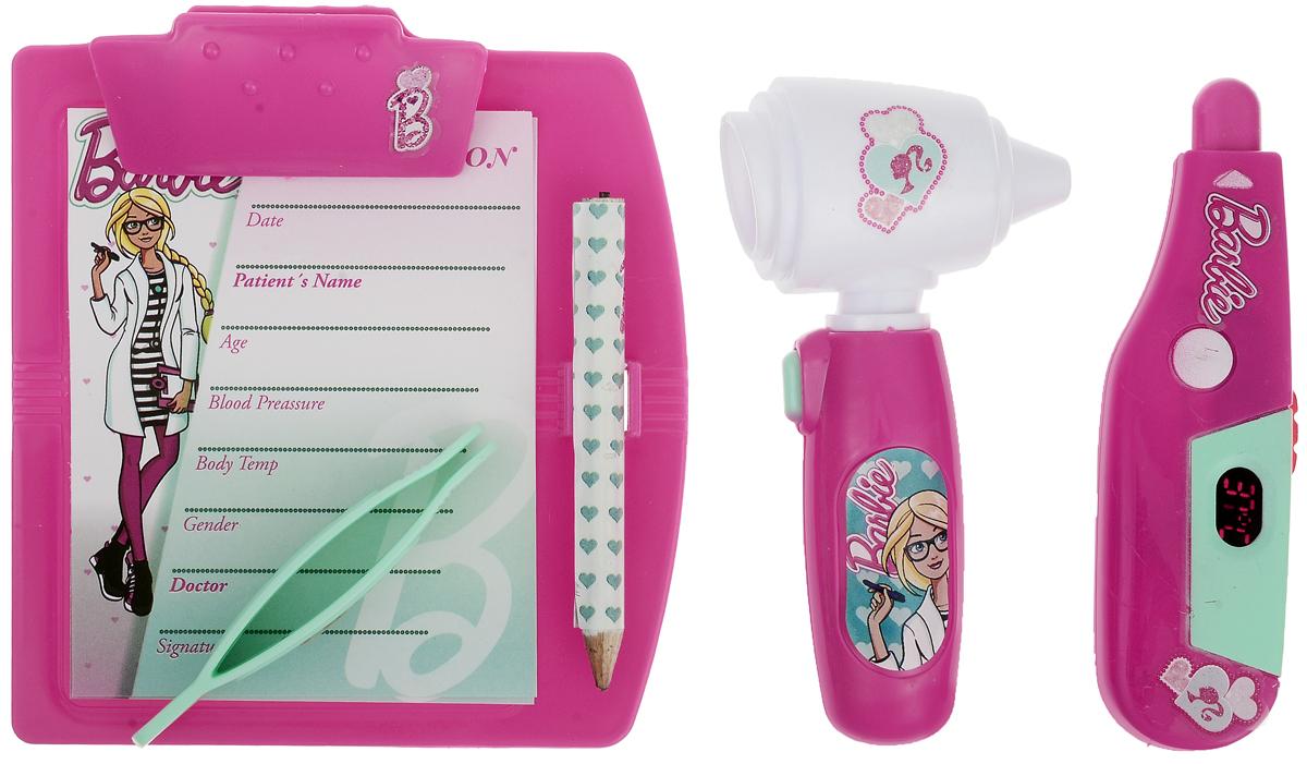Corpa Игровой набор Юный доктор Barbie 4 предмета D121BD121BИгровой набор Corpa Юный доктор Barbie - это замечательный подарок для вашей девочки, которая сможет почувствовать себя настоящим врачом. В набор входит: электронный градусник для измерения температуры, отоскоп - прибор для исследования ушей, планшет для записей с карандашом и пинцет. С таким набором ваша малышка сможет примерить на себя сложнейшую, но очень интересную профессию доктора и даже стать настоящим специалистом в области здравоохранения, оказывая медицинскую помощь любимым игрушкам. Все инструменты исключительно безопасны, выполнены из прочных материалов и оснащены световыми эффектами. Для работы градусника и отоскопа потребуются 4 батарейки типа AG10 (товар комплектуется демонстрационными).