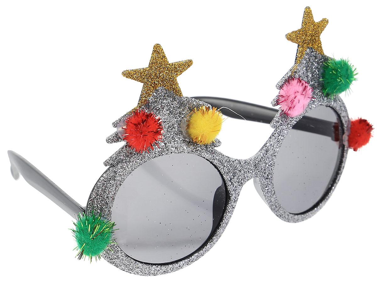 Partymania Очки для вечеринок Елочки цвет серебристыйT1221_серебристыйОчки с темными стеклами Partymania Елочки декорированы блестками и мягкими помпонами. На новогодней вечеринке или на домашнем празднике станет еще веселее, если раздать гостям смешные очки. Очки для вечеринок Partymania Елочки могут так же стать забавными призами в конкурсах. Преобразите друзей или коллег с помощью этих очков, и вы увидите, как хорошее настроение наполнит ваш праздник. Не являются солнцезащитными. Не имеют UF-фильтров.