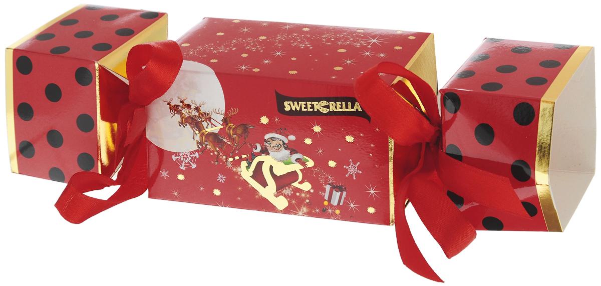 Sweeterella Сладкая конфетка драже, 150 гиба004Шоколадное драже Sweeterella Сладкая конфетка в упаковке, выполненной в виде большой новогодней конфеты, перевязанной ленточками. Такой подарок доставит радость и удовольствие всем членам семьи. Уважаемые клиенты! Обращаем ваше внимание, что полный перечень состава продукта представлен на дополнительном изображении.