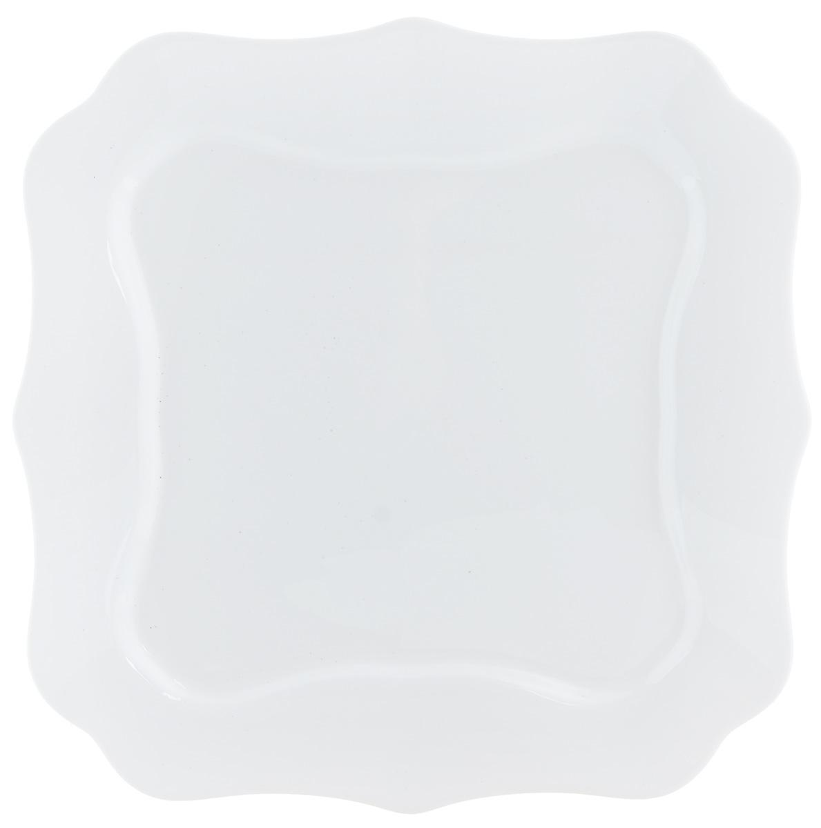 Тарелка обеденная Luminarc, 26 х 26 смJ1300_белыйОбеденная тарелка Luminarc, изготовленная из высококачественного стекла, имеет классический дизайн. Такая тарелка идеально подойдет для сервировки стола и станет отличным подарком к любому празднику. Размер (по верхнему краю): 26 х 26 см.