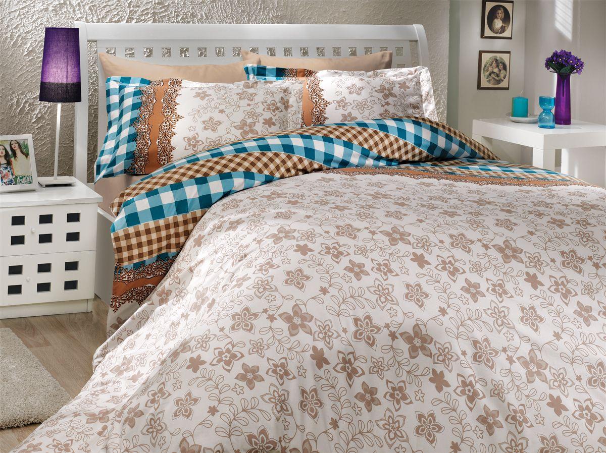 Комплект белья Hobby Home Collection Serena, 1,5-спальный, наволочка 50х70, цвет: синий1501000165Комплект постельного белья Hobby Home Collection изготовлен из высококачественного поплина. Поплин - это ткань, изготавливаемая традиционным полотняным плетением из 100% хлопка, но из нитей разного калибра, за счет чего полотно получается с легким рубчиковым рельефом. По многим характеристикам ткань похожа на бязь, но на ощупь гораздо приятнее — более гладкая и мягкая. Поплин обладает лучшими свойствами ткани для постельного белья. Он плотный и в то же время мягкий на ощупь, износостойкий, немнущийся, гигроскопичный и неприхотливый в уходе, а после стирки практически не нуждается в глажке. Поплин обладает множеством преимуществ: - белье из него плотное, прочное и износостойкое; - не выцветает и не сминается; - не линяет и не деформируется (при стирке до 40°С); - натуральный хлопок в составе обеспечивает абсолютную гигиеничность постельного белья; - поплин хорошо вентилируется и впитывает влагу, отводя ее излишки от тела. По легенде этот...