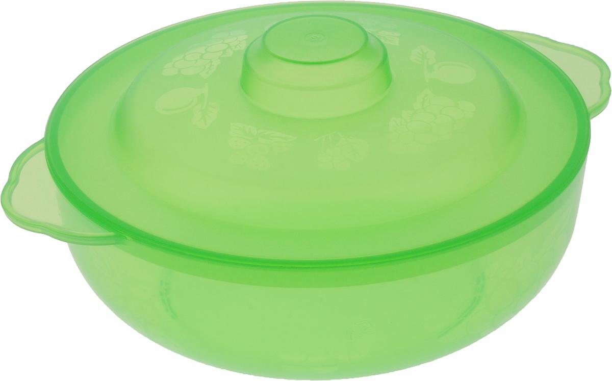 Чаша Альтернатива Хозяюшка, с крышкой, цвет: салатовый, 2,5 лM576_салатовыйВместительная чаша круглой формы Хозяюшка изготовлена из высококачественного пищевого пластика. Изделие, оснащенное крышкой, очень функциональное, оно пригодится на кухне для самых разнообразных нужд: в качестве салатника, миски, тарелки. По периметру миска украшена узором в виде ягод. Диаметр миски: 22 см. Высота миски (без учета крышки): 7,5 см.