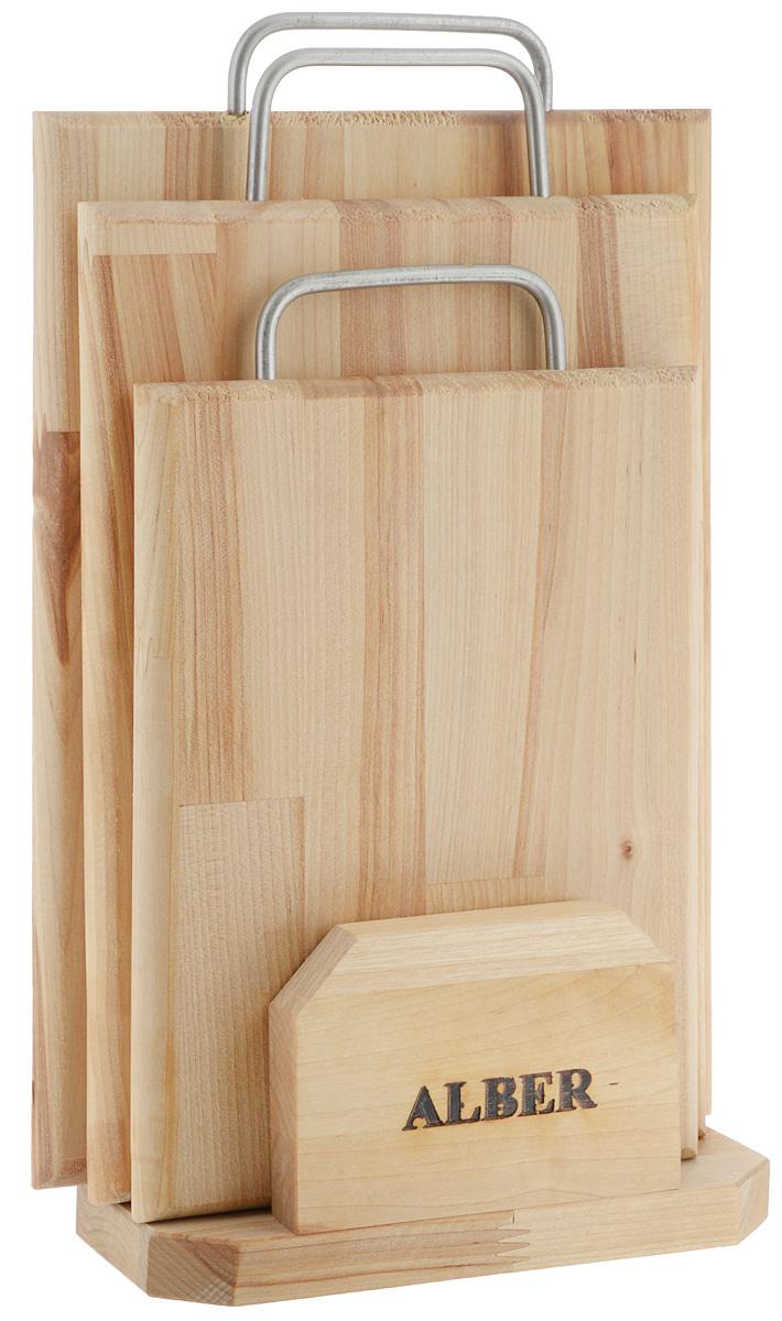 Набор досок разделочных Alber Прямоугольник, на подставке, 3 шт. 00800350080035Набор Alber Прямоугольник состоит из трех прямоугольных разделочных досок и подставки. Изделия выполнены из экологически чистого дерева и оснащены металлическими ручками. Доски отлично подходят для приготовления и измельчения пищи, а также для сервировки стола. Такой набор станет практичным и полезным приобретением для вашей кухни. Доски обработаны льняным маслом для предохранения от рассыхания. Нельзя мыть в посудомоечной машине, а также оставлять надолго погруженной в воду. Рекомендации по уходу: - после каждого использования нужно промыть мыльной водой, тщательно сполоснуть проточной водой и вытереть насухо; - хранить лучше в подвешенном состоянии или просто поставив вертикально на подставке. Размер большой доски (без учета ручки): 32 х 22 х 2 см. Размер средней доски: 29 х 19,5 х 2 см. Размер маленькой доски: 24 х 17,6 х 1,7 см. Размер подставки: 19,5 х 9,5 х 10 см.
