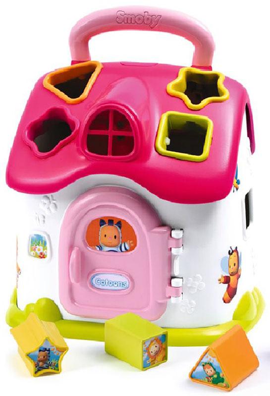 Smoby Сортер Cotoons Домик со светом и звуком цвет розовый110401Домик оснащен звуковыми и световыми эффектами. Сортер украшен героями мультфильма Cotoons. На крыше домика располагается удобная ручка, для переноса сортера. Сортер Домик помогает малышам изучать формы и цвета, а также развивает мелкую моторику.