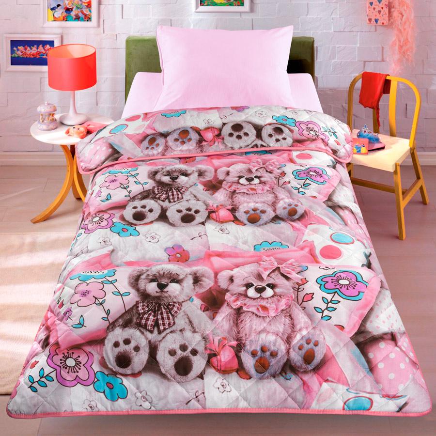 Покрывало-одеяло детское Letto Тэдди, облегченное, 140х200 смteddy-rose140Легкое оригинальное покрывало в чехле будет радовать вас и вашего малыша в течение всего года. Сидеть на таком покрывале будет приятно и комфортно - ведь оно выполнено из 100% хлопка. К тому же покрывало можно использовать и как одеяло на детскую кровать. Дизайн двусторонний. Наполнитель - силиконизированное волокно. Вашему ребенку не будет жарко под таким одеялом, а это значит он не будет раскрываться. Оно подлежит машинной стирке при температуре 30°C, строго на деликатном режиме.