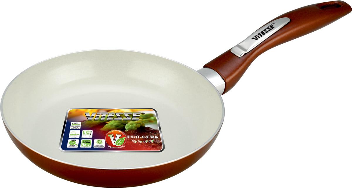 Сковорода Vitesse Le Grande, с керамическим покрытием, цвет: коричневый. Диаметр 20 см. VS-2232VS-2232Сковорода Vitesse Le Grande изготовлена из высококачественного алюминия с внутренним керамическим покрытием премиум-класса Eco-Cera. Благодаря керамическому покрытию пища не пригорает и не прилипает к поверхности сковороды, что позволяет готовить с минимальным количеством масла. Кроме того, такое покрытие абсолютно безопасно для здоровья человека, так как не содержит вредной примеси PFOA. Покрытие стойко к высоким температурам (до 450°С), устойчиво к царапинам. Внешнее силиконовое покрытие коричневого цвета обеспечивает легкую чистку. Дно сковороды снабжено антидеформационным индукционным диском. Сковорода быстро разогревается, распределяя тепло по всей поверхности, что позволяет готовить в энергосберегающем режиме, значительно сокращая время, проведенное у плиты. Сковорода оснащена бакелитовой, высокопрочной, огнестойкой, ненагревающейся ручкой удобной формы. Сковорода пригодна для использования на всех типах плит, включая индукционные. ...