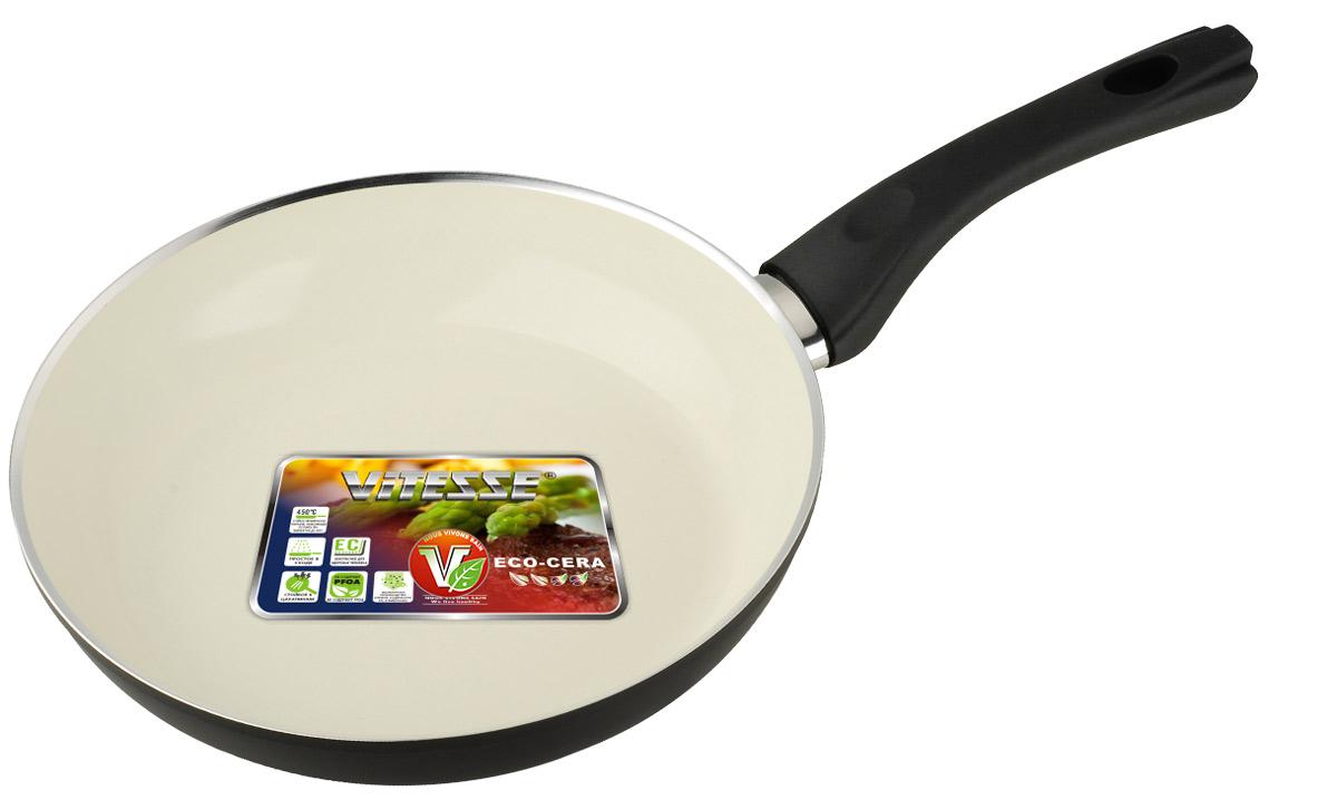 Сковорода Vitesse Black-and-White, с керамическим покрытием, цвет: черный, белый. Диаметр 24 смVS-2903Сковорода Vitesse Black-and-White изготовлена из высококачественного алюминия с внутренним керамическим покрытием премиум-класса Eco-Cera. Благодаря керамическому покрытию пища не пригорает и не прилипает к поверхности сковороды, что позволяет готовить с минимальным количеством масла. Кроме того, такое покрытие абсолютно безопасно для здоровья человека, так как не содержит вредной примеси PFOA. Покрытие стойко к высоким температурам (до 450°С), устойчиво к царапинам. С внешней стороны сковорода имеет элегантное матовое термостойкое покрытие черного цвета. Дно сковороды снабжено антидеформационным индукционным диском. Сковорода быстро разогревается, распределяя тепло по всей поверхности, что позволяет готовить в энергосберегающем режиме, значительно сокращая время, проведенное у плиты. Сковорода оснащена прочной ненагревающейся бакелитовой ручкой с покрытием Soft-Touch. Сковорода пригодна для использования на всех типах ...