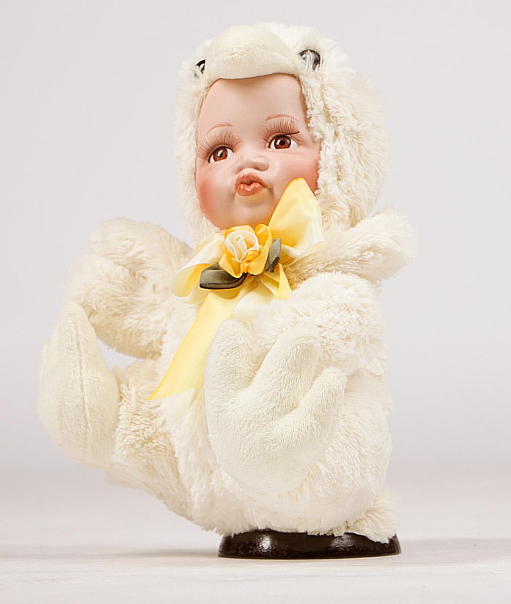 Кукла ESTRO, цвет: желтый, диаметр 30 см. C21-128215C21-128215Кукла создана вручную, неповторима и оригинальна. Порадуйте своих друзей и близких этим замечательным подарком!