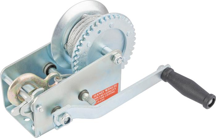 Лебедка шестеренчатая Matrix, тяга - 0,8 т, тросовая522735Шестерёнчатая лебедка имеет прочный стальной корпус и стальной шестеренчатый механизм, который приводится в движение вращением ручки. Предназначена только для горизонтального перемещения грузов. Используется при установке оборудования, такелажных и погрузочно-разгрузочных работах. Лебедка особенно удобна при работах вне помещения, при отсутствии электричества. Запрещается использовать для подъёма грузов.