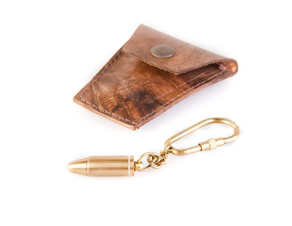 Брелок Veber Пуля, цвет: золотой19581Серебряная — это от вампиров. «Золотая» пуля хорошо помогает от злых чар и молний. ОПИСАНИЕ Материал — бронза. Материал футляра — натуральная кожа. Вес, гр: 23.
