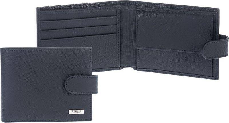 Портмоне компактное Tirelli Виктория, с хлястиком, цвет: черный. 15-307-0415-307-04Компактное мужское портмоне Tirelli Виктория изготовлено из натуральной кожи черного цвета с рельефной текстурой. Портмоне закрывается хлястиком на кнопку, оформлено фирменным логотипом. Внутри имеется два отделения для купюр, кармашек на кнопке для монет, три кармана для хранения пластиковых карт, визиток, дисконтных карт и два потайных кармашка. Такое портмоне станет отличным подарком для человека, ценящего качественные и красивые вещи. Изделие упаковано в подарочную коробку синего цвета с логотипом фирмы Tirelli. Характеристики: Материал: натуральная кожа, текстиль. Цвет: черный. Размер портмоне (в сложенном виде): 11 см х 9 см х 2 см.
