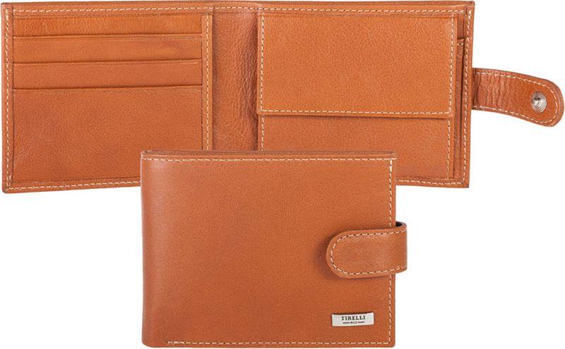 Портмоне мужское Tirelli, цвет: светло-коричневый. 15-307-1115-307-11Компактное мужское портмоне Tirelli изготовлено из натуральной кожи. Портмоне закрывается хлястиком на кнопку, оформлено фирменным логотипом. Внутри имеется два отделения для купюр, кармашек на кнопке для монет, три кармана для хранения пластиковых карт, визиток, дисконтных карт и два потайных кармашка. Такое портмоне станет отличным подарком для человека, ценящего качественные и красивые вещи.