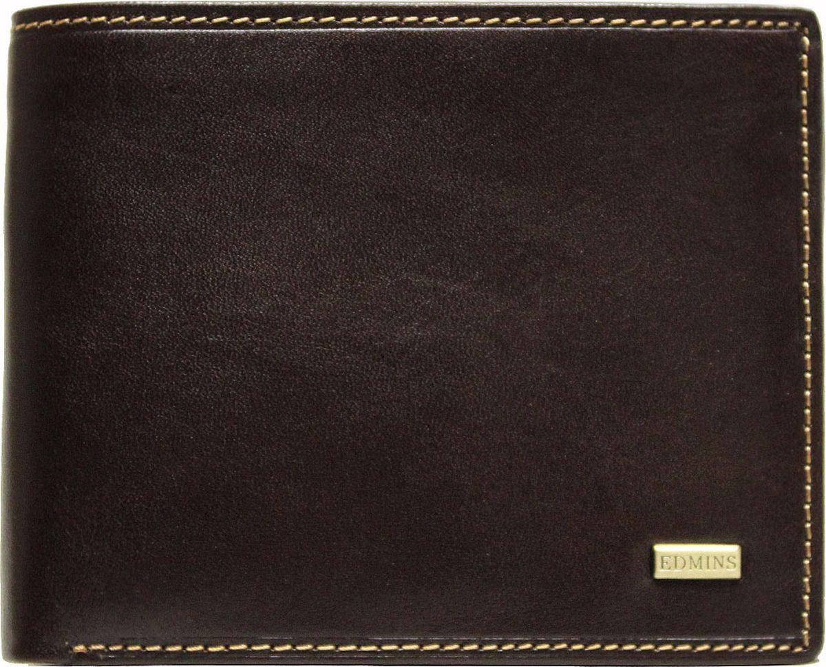 Портмоне мужское Edmins, цвет: коричневый. 2667 ML ED2667 ML ED brownКомпактное портмоне Edmins выполнено из натуральной кожи с гладкой фактурой и оформлено металлическим элементом с символикой бренда. Модель раскладывается пополам. Внутренний функционал: два отделения для купюр, 6 накладных кармашков для визиток и пластиковых карт, отделение для чеков и бумаг на молнии, карман со вставкой из прозрачного ПВХ. Отделение для мелочи закрывается на кнопку. В коллекциях кожгалантереи Edmins удачно сочетаются итальянская классика и шведский прагматизм, новаторство молодых дизайнеров и работы именитых мастеров, строгая цветовая гамма и смелые эксперименты с цветом. Изделия Edmins, разработанные в Италии, отличает высокое качество кожи, прекрасная износостойкость и актуальность коллекций. Изделие упаковано в фирменную коробку.