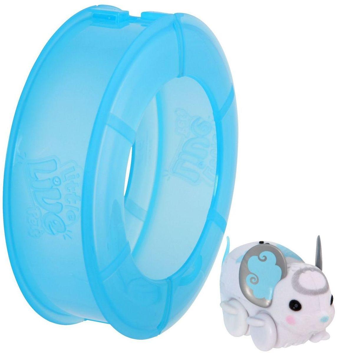 Little Live Pets Интерактивная игрушка Мышка в колесе цвет белый28193/ast28173(28193,28194,28195)Интерактивная игрушка Little Live Pet Мышка в колесе изготовлена из высокопрочного пластика, обтянутого флоком. Тело игрушки на ощупь напоминает настоящую шерстку мышонка. Мышка легко и быстро двигается по полу комнаты в колесе благодаря колесикам. Ее красивые ушки разукрашены яркими узорами. Мышка издает писк и фырканье, очень похожие на настоящие. Кнопка включения расположена на месте рта. Сенсор расположен на спине мышки. Достаточно провести по нему пальцем, чтобы мышка начала движение. Рекомендовано для детей от 5 лет. Для работы требуются 3 батарейки типа AG13 (LR44) (комплектуется демонстрационными).