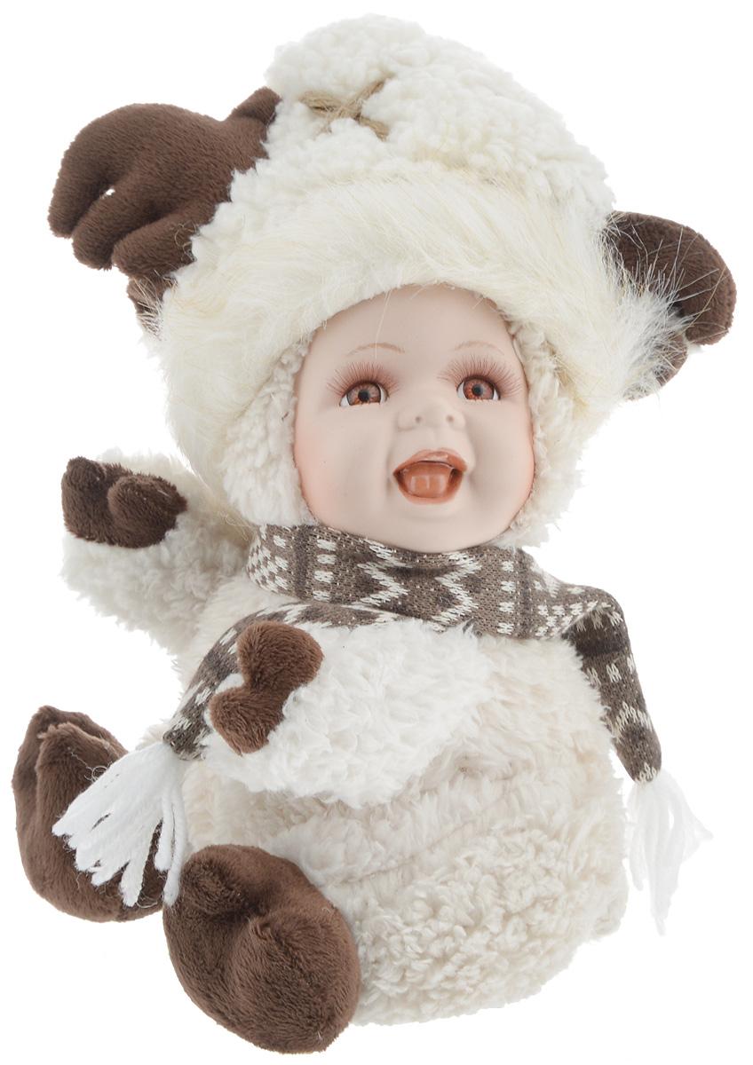Фигурка новогодняя ESTRO Ребенок в костюме лося, цвет: белый, коричневый, высота 30 смC21-121424Декоративная фигурка Ребенок в костюме лося изготовлена из высококачественных материалов в оригинальном стиле. Фигурка выполнена в виде ребенка в костюме лося. Уютная и милая интерьерная игрушка предназначена для взрослых и детей, для игр и украшения новогодней елки, да и просто, для создания праздничной атмосферы в интерьере! Фигурка прекрасно украсит ваш дом к празднику, а в остальные дни с ней с удовольствием будут играть дети. Оригинальный дизайн и красочное исполнение создадут праздничное настроение. Фигурка создана вручную, неповторима и оригинальна. Порадуйте своих друзей и близких этим замечательным подарком!