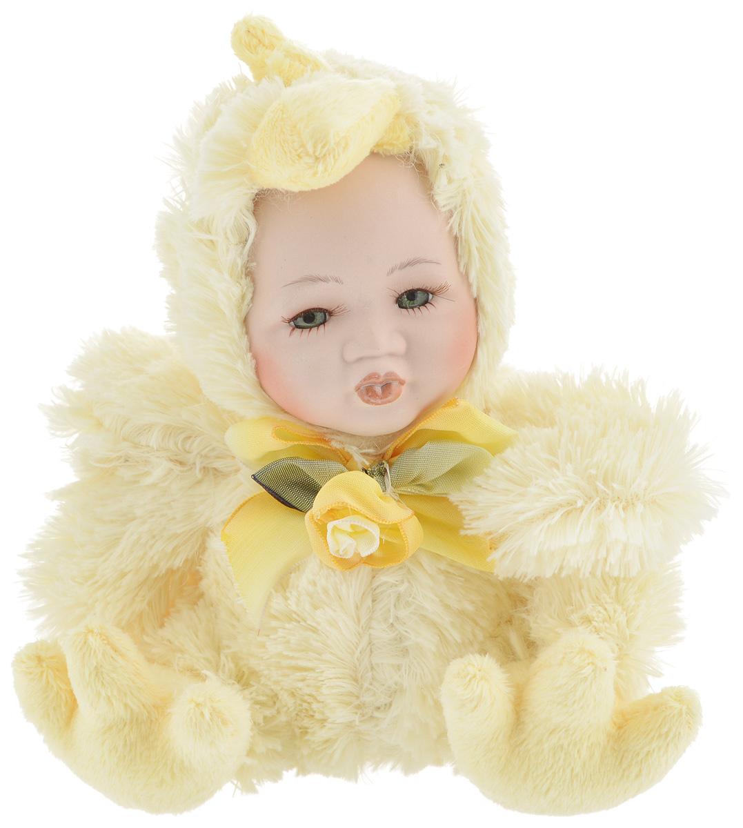 Фигурка новогодняя ESTRO Ребенок в костюме цыпленка, цвет: желтый, высота 17 смC21-108053Декоративная фигурка Ребенок в костюме цыпленка изготовлена из высококачественных материалов в оригинальном стиле. Фигурка выполнена в виде ребенка в костюме цыпленка. Уютная и милая интерьерная игрушка предназначена для взрослых и детей, для игр и украшения новогодней елки, да и просто, для создания праздничной атмосферы в интерьере! Фигурка прекрасно украсит ваш дом к празднику, а в остальные дни с ней с удовольствием будут играть дети. Оригинальный дизайн и красочное исполнение создадут праздничное настроение. Фигурка создана вручную, неповторима и оригинальна. Порадуйте своих друзей и близких этим замечательным подарком!