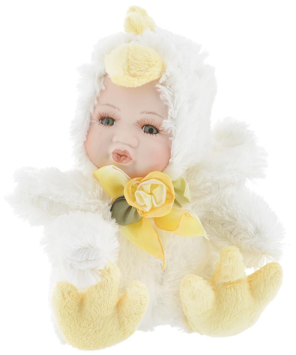 Фигурка новогодняя ESTRO Ребенок в костюме цыпленка, цвет: белый, желтый, высота 17 смC21-108053BДекоративная фигурка Ребенок в костюме цыпленка изготовлена из высококачественных материалов в оригинальном стиле. Фигурка выполнена в виде ребенка в костюме цыпленка. Уютная и милая интерьерная игрушка предназначена для взрослых и детей, для игр и украшения новогодней елки, да и просто, для создания праздничной атмосферы в интерьере! Фигурка прекрасно украсит ваш дом к празднику, а в остальные дни с ней с удовольствием будут играть дети. Оригинальный дизайн и красочное исполнение создадут праздничное настроение. Фигурка создана вручную, неповторима и оригинальна. Порадуйте своих друзей и близких этим замечательным подарком!
