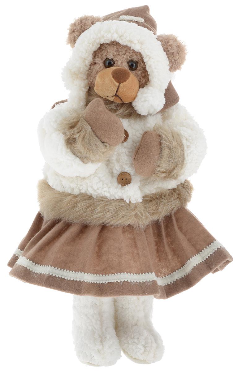 Фигурка новогодняя ESTRO Медведь, цвет: белый, коричневый, высота 50 смC21-221041Декоративная фигурка Медведь изготовлена из высококачественных материалов в оригинальном стиле. Фигурка выполнена в виде медведя в зимнем наряде. Уютная и милая интерьерная игрушка предназначена для взрослых и детей, для игр и украшения новогодней елки, да и просто, для создания праздничной атмосферы в интерьере! Фигурка прекрасно украсит ваш дом к празднику, а в остальные дни с ней с удовольствием будут играть дети. Оригинальный дизайн и красочное исполнение создадут праздничное настроение. Фигурка создана вручную, неповторима и оригинальна. Порадуйте своих друзей и близких этим замечательным подарком!