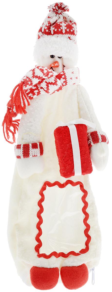 Упаковка для бутылки Mister Christmas Снеговик, высота 38 смHM-009R_белыйВеселая новогодняя игрушка-упаковка для бутылки Mister Christmas Снеговик - отличный способ оригинально подарить алкоголь на Новый год! Сложно представить себе Новый Год без бутылки шампанского. Такой, казалось бы, банальный подарок моментально превратится в сногсшибательный презент, если его упаковать в новогодний костюм Снеговика. Игрушка-упаковка сделана из приятных на ощупь качественных материалов. В нее можно спрятать не только шампанское, но и бутылку любого алкоголя, подходящую по размеру. Благодаря такой одежде игристое вино сразу приобретает индивидуальность и оригинальность. В ней бутылка алкоголя может стать самостоятельным подарком, который не будет требовать абсолютно никаких дополнений. Такой подарок будет заметно отличаться от привычных новогодних презентов. Пусть веселая новогодняя игрушка-упаковка для бутылки Mister Christmas Снеговик порадует ваших коллег, друзей и близких.