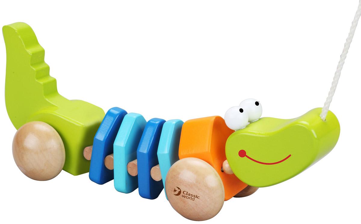 Classic World Игрушка-каталка Крокодильчик3301Игрушка-каталка Classic World Крокодильчик выполнена в виде яркого крокодильчика, что непременно привлечет внимание малыша. Игрушка имеет четыре колеса и веревочку, с помощью которых игрушку удобно возить по различным поверхностям. Катая игрушку, дети развивают координацию движений, равновесие и укрепляют мышцы. Каталка на веревочке - важная развивающая игрушка для самых маленьких. Кроме того, придумывая различные игровые сюжеты, у деток улучшается воображение, фантазия и мелкая моторика. Игрушка-каталка выполнена из экологически чистого дерева, приятного на ощупь, и окрашена безопасными детскими красками.