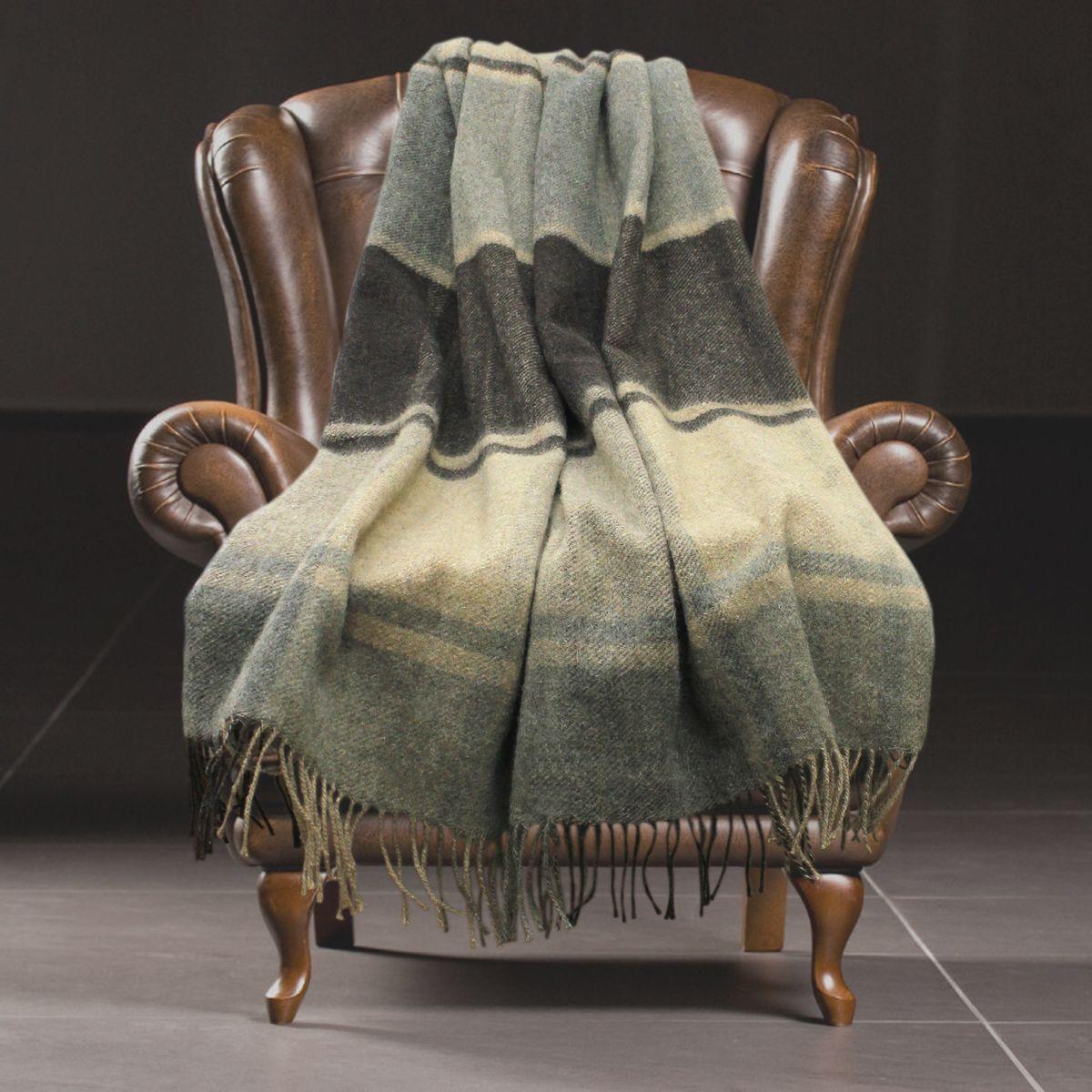 Плед Amore Mio Classic. Montreal, 140 х 200 см83002Мягкий, теплый и уютный плед Amore Mio Classic. Montreal изготовлен из шерсти. Ланолин - природный воск, содержащийся в шерсти новозеландской овцы, окутывает каждое волокно. Он защищает изделие от загрязнений, от домашних насекомых, предотвращает появление аллергических реакций. Натуральные волокна придают изделию красоту и блеск щелка, поверхность пледа мягка и невероятно приятна для кожи. Натуральная шерсть новозеландской овцы обладает прекрасными лечебными свойствами. Она помогает при в спине и суставах, улучшает кровообращение. Эксклюзивные дизайны, разработанные с учетом тенденций рынка и запросов покупателей, дарят коллекции дополнительную привлекательность.
