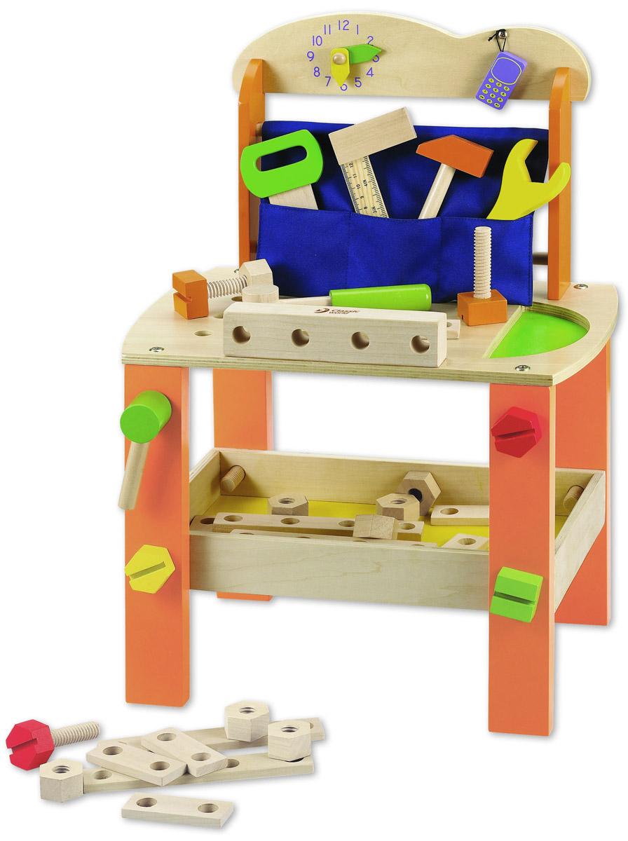 Classic World Игровой набор Набор столяра3646Замечательный игровой столик Classic World Набор столяра с набором деревянных деталей и инструментов для создания домиков, машинок и различных конструкций надолго увлечет вашего юного мастера. Столик легко собирается, занимает мало место и отлично вписывается в интерьер детской. Столешница с настоящей рабочей поверхностью и кармашком с инструментами. На стенке имеются часы, по которым маленький плотник выучит время и будет следить за распорядком рабочего дня. А по игрушечному телефону можно принимать заказы. Все детали выполнены из натурального дерева, качественно отшлифованы и окрашены безопасными детскими красками. В наборе элементы нескольких типов. Деревянные плашки развивают пространственное мышление и логику, а болты с резьбой отлично тренируют пальчики. В процессе игры развивается фантазия, внимание, координация движений, мелкая моторика пальчиков рук, творческое и пространственное мышление.