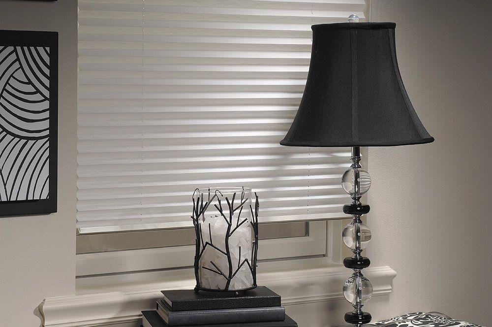 Плиссе Эскар, полунатяжное, цвет: белый, 57х150 см14008057150Представленные шторы плиссе приятного белого или светло-бежевого окраса имеют шероховатую поверхность и отличаются упругостью. Закрепленные на окнах изделия позволяют сохранять прохладу в комнате. Плиссе гармонично вписывается в любой интерьер.