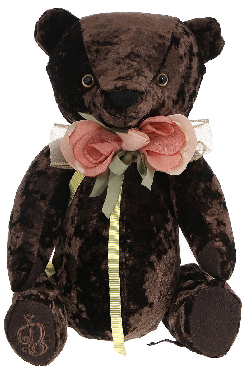 BernArt Мягкая игрушка Медведь цвет коричневый 28 смBAb-30Мягкая игрушка BernArt Медведь - воплощение безупречного стиля и качества. Медведь BernArt - стильная классика, премиум подарок для самых взыскательных персон. Медведь выполнен из качественного материала, голова и лапки игрушки подвижные. На шее у мишки - оригинальное украшение. Игрушка поставляется в стильной открытой коробке и фирменном пакете.