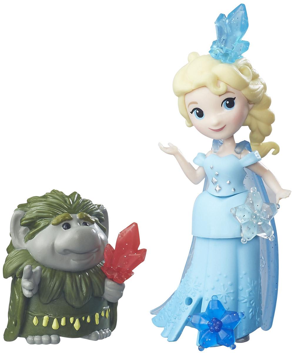Disney Frozen Игровой набор Эльза и главный тролльB7467EU4_B5185Игровой набор Disney Princess Эльза и главный тролль поможет вашей маленькой принцессе окунуться в сказочный мир. Набор содержит очаровательную мини-куколку принцессу Эльзу и фигурку главного тролля, героев замечательного мультфильма Холодное сердце. Кукла одета в длинное голубое платье. Одежда выполнена из мягкого пластика и легко снимается. В комплекте имеются аксессуары для украшения платья. Ручки, ножки и голова у куколки подвижные. Фигурка тролля держит в руках яркий кристалл. Кристаллы можно использовать для украшения платья или прически Эльзы. Ваша малышка с удовольствием будет играть с набором, придумывая различные истории или воспроизводя сценки из мультфильма.