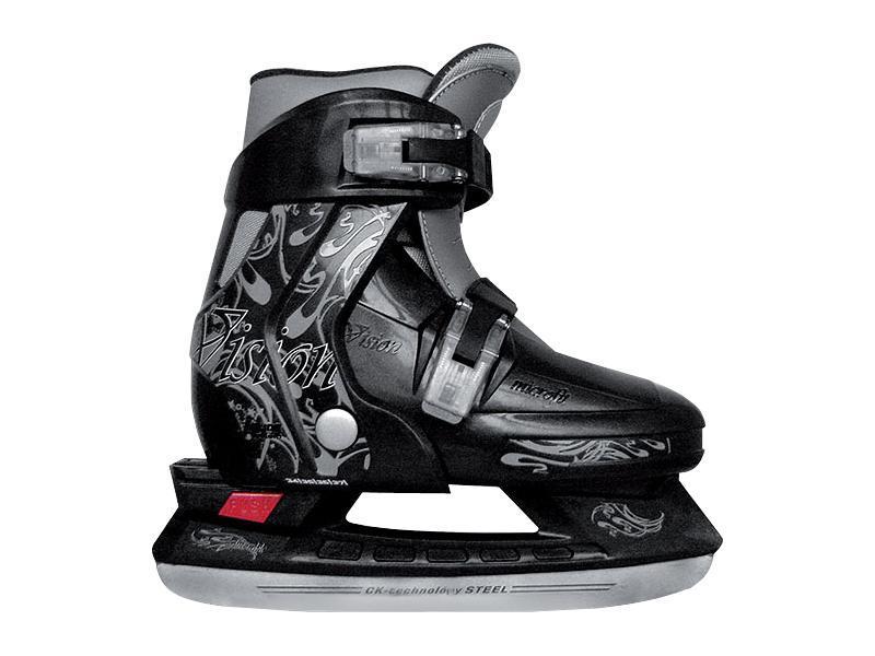 Коньки ледовые для мальчика CK Vision, раздвижные, цвет: серый, черный. Размер 30/33CK Vision 2014Фигурные коньки СК VISION BOY – это стильные, высококачественные и эргономичные ледовые коньки, идеальный вариант для мальчика. Модель обладает превосходной раздвижной системой, которая позволяет подошве изменяться и расти вместе с ногой ребенка. Стильный и яркий дизайн поможет их обладателю не остаться незамеченным на катке! Внешняя основа ботинка стойкая к повреждениям и преждевременному износу. Полиуретановый каркас защищает от деформации при падении. Внутренняя часть из вельвета, есть сменный утеплитель в виде сапожка, нейлоновые вставки для увеличения комфортабельности и идеальной посадки ботинка на детской ножке. Интегрированная подошва обеспечивает устойчивость на льду. Облегченная рама не утяжеляет детскую ногу при эксплуатации и дает возможность быстрее освоить первые навыки ледового катания. Лезвие СК Vision Boy из легированной стали, стойкой к коррозии. С помощью двух мобильных клипс можно быстро застегнуть ботинок.