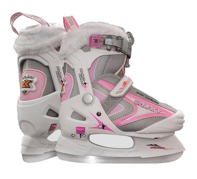 Коньки ледовые для девочки CK Galaxy, раздвижные, цвет: серый, розовый, белый. Размер 32/35CK Galaxy 2014Красивые и стильные коньки СК GALAXY станут идеальным подарком для девочки к зиме. Красивый дизайн, розовые вставки, удобство для ножек, не оставят равнодушной ни одну юную фигуристку! Данная модель отличается своим высоким качеством и уровнем комфорта. Детские коньки отличаются от взрослых моделей специально подобранной жесткостью ботинка, потому как именно его качество помогает защитить ноги ребенка от получения травмы. Коньки СК (Спортивная коллекция) Galaxy созданы специально для девочек, имеют несколько размеров, что позволяет подобрать оптимально комфортный ботинок по ноге ребенка. Специальная конструкция ботинка - раздвижная, позволяет при необходимости изменять его размер самостоятельно. Коньки СК Galaxy оснащены армируемым каркасом, который выполнен из жесткого полиуретана, чтобы надежно защитить ножку ребенка от травм и вывихов. В то же время, благодаря мягкой синтетической внутренней подкладке, ботинок не натирает ноги. Лезвие у коньков СК (Спортивная коллекция) Galaxy...