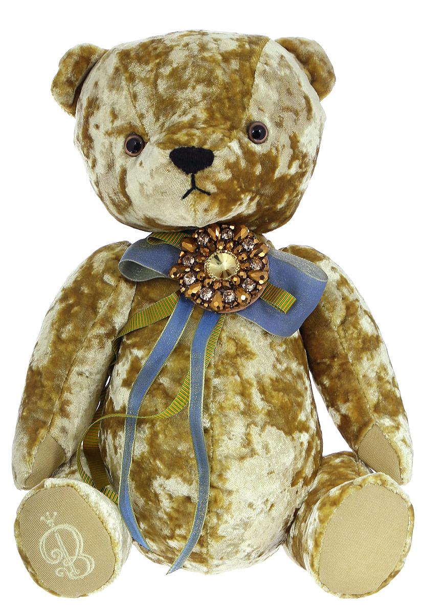BernArt Мягкая игрушка Медведь цвет золотистый 28 смBAg-20Мягкая игрушка BernArt Медведь - воплощение безупречного стиля и качества. Медведь BernArt - стильная классика, премиум подарок для самых взыскательных персон. Медведь выполнен из качественного материала, голова и лапки игрушки подвижные. На шее у мишки - оригинальное украшение. Игрушка поставляется в стильной открытой коробке и фирменном пакете.
