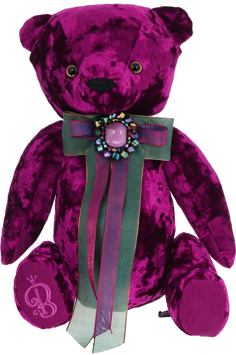 BernArt Мягкая игрушка Медведь цвет пурпурный 28 смBAp-40Мягкая игрушка BernArt Медведь - воплощение безупречного стиля и качества. Медведь BernArt - стильная классика, премиум подарок для самых взыскательных персон. Медведь выполнен из качественного материала, голова и лапки игрушки подвижные. На шее у мишки - оригинальное украшение. Игрушка поставляется в стильной открытой коробке и фирменном пакете.
