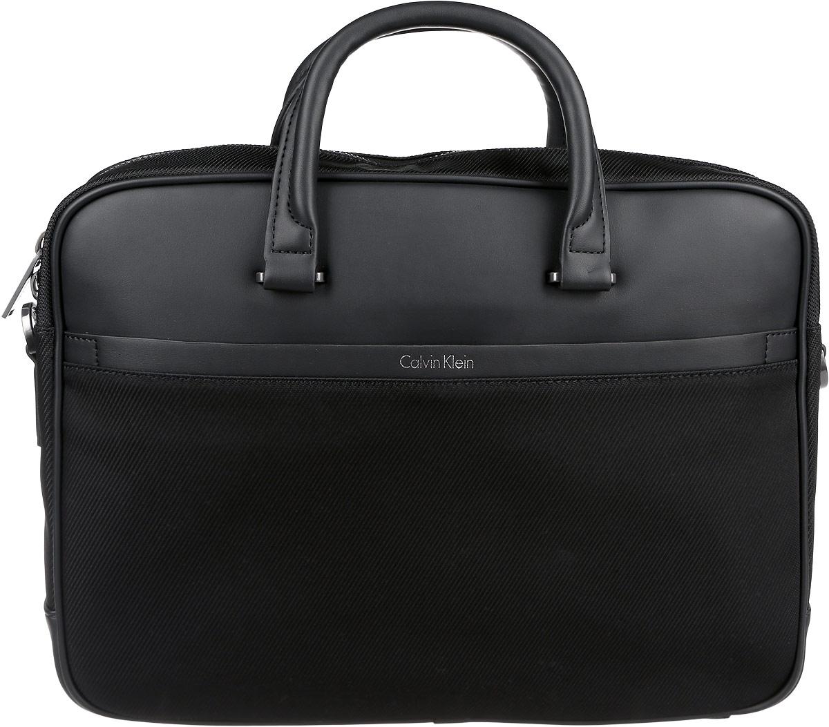 Сумка мужская Calvin Klein Jeans, цвет: черный. K50K502412_0010K50K502412_0010Стильная мужская сумка Calvin Klein Jeans выполнена из полиуретана и текстиля. Изделие имеет одно отделение, которое закрывается на застежку-молнию. Внутри сумки расположен прорезной карман на застежке-молнии, нашивной карман на кнопке, мягкий карман для планшета или небольшого ноутбука с хлястиком на липучке и кольцо на ремешке для ключей. Снаружи, на передней стенке находится нашивной карман на магнитной кнопке, на задней стенке - дополнительный открытый нашивной карман. Сумка оснащена двумя удобными ручками. В комплект входит съемный наплечный ремень, который регулируется по длине. Стильная сумка идеально подчеркнет ваш неповторимый стиль.