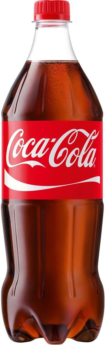 Coca-Cola напиток сильногазированный, 1 л269444Кока-Кола - самый популярный наиток за всю историю компании Coca-Cola, был придуман аптекарем Доктором Джоном Пэмбертоном в Аиланте, штат Джорджия в 8 мая 1886 года. Никто не помнит, каким образом сироп доктора Пэмбертона смешался с газированной водой, но новый прохладительный напиток был сразу признан одновременно вкусным и освежающим. Формула Coca-Cola - один из самых тщательно оберегаемых коммерческих секретов всех времен и народов.