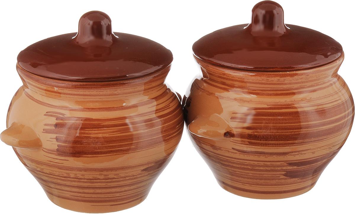 Набор горшочков для запекания Борисовская керамика Стандарт, с крышками, цвет: коричневый, 500 мл, 2 штОБЧ00000006_коричневыйНабор Борисовская керамика Стандарт состоит из 2 горшочков для запекания с крышками. Каждый предмет набора выполнен из высококачественной керамики. Уникальные свойства красной глины и толстые стенки изделия обеспечивают эффект русской печи при приготовлении блюд. Блюда, приготовленные в керамическом горшке, получаются нежными и сочными. Вы сможете приготовить мясо, сделать томленые овощи и все это без капли масла. Это один из самых здоровых способов готовки. Можно использовать в духовке и микроволновой печи. Диаметр горшка (по верхнему краю): 9,5 см. Высота стенок: 10 см. Объем: 500 мл.