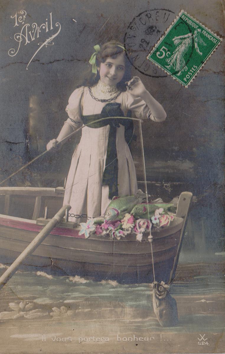 Девочка на рыбалке. Почтовая карточка